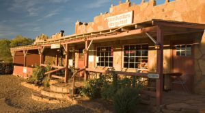 This Restaurant Way Out In The Arizona Countryside Has The Best Doggone Food You've Tried In Ages