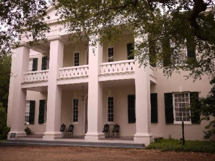The 10 Most Haunted Places To Stay Overnight In Mississippi