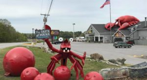 For Easy No-Fuss Maine Food Check Out This Hard-To-Miss Spot On Route 1