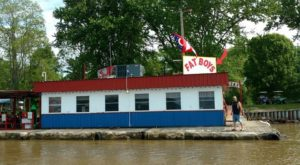 This Floating Restaurant Near Cincinnati Is The Ultimate Hidden Gem