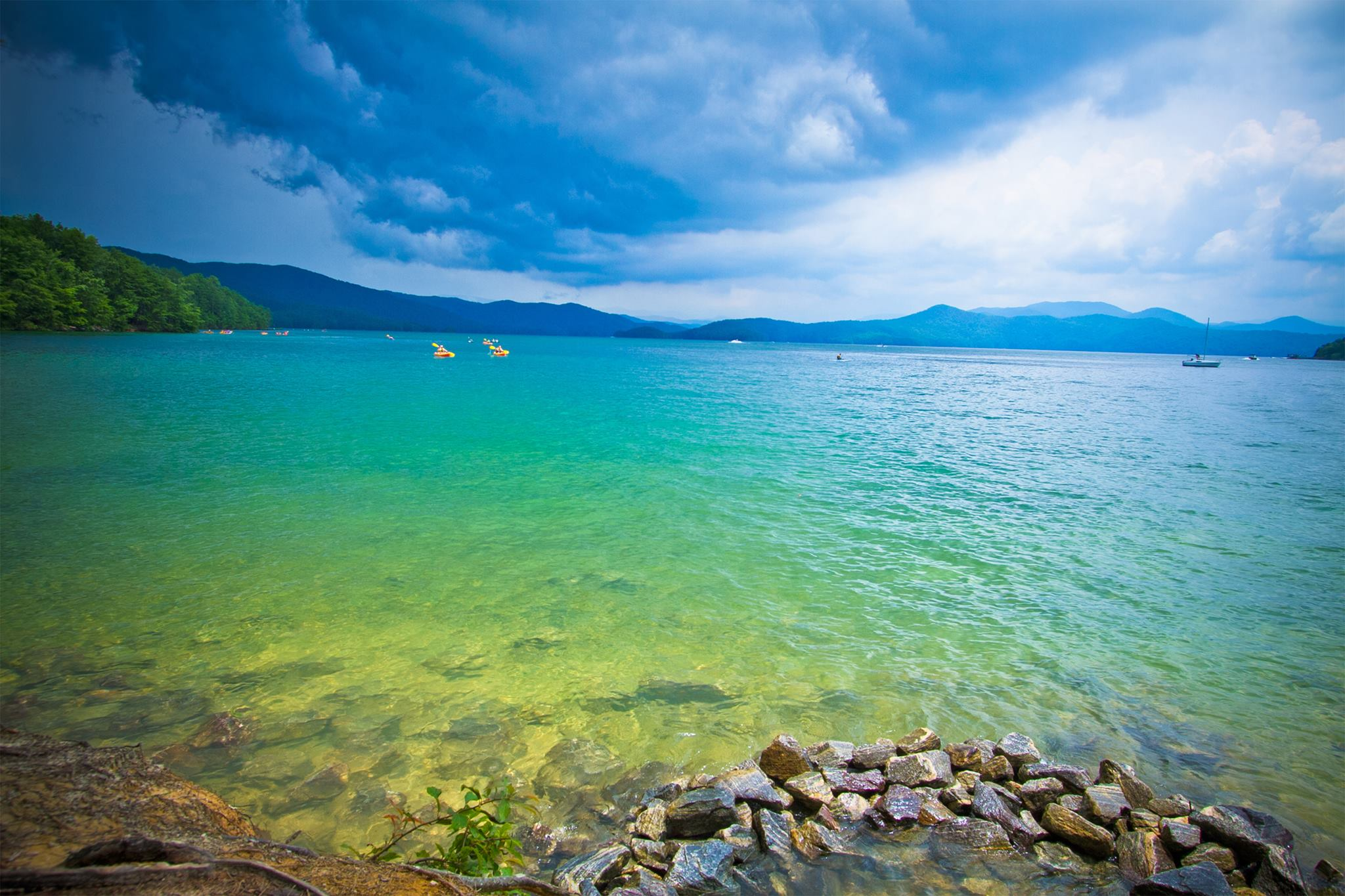 Youll Love The Crystalline Waters Found At Lake Jocassee In South