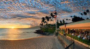 The Hidden Hawaii Restaurant That's Located In The Most Awe-Inspiring Setting