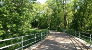 7 Paved Trails In Illinois That Make Hiking The Great Outdoors Easier