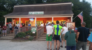 The Ice Cream Parlor In Connecticut That's So Worth Waiting In Line For