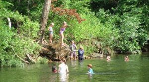 The Hike To This Gorgeous Missouri Swimming Hole Is Everything You Could Imagine