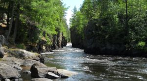 The Magical River Walk In Minnesota That Will Transport You To Another World