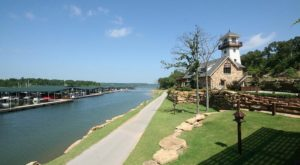 A Meal At This Lakeside Grill In Oklahoma Will Make Your Summer Complete