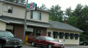 The Mom & Pop Restaurant In Maine That Serves The Most Mouthwatering Home Cooked Meals