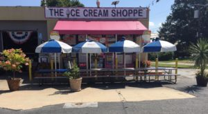This Sugary-Sweet Ice Cream Shop In Delaware Serves Enormous Portions You'll Love