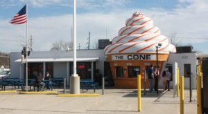 8 Quirky Ice Cream Shops Around Ohio That Are Sure To Put A Smile On Your Face