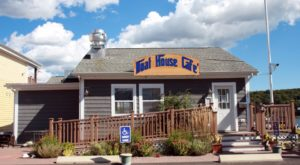 You'll Love Everything About This Boathouse Restaurant In Connecticut That's Right On The Water