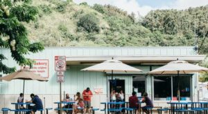 People Drive From All Over For The Pies At This Charming Hawaii Eatery