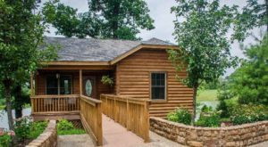 10 Log-Cabin Themed Attractions In Illinois For Rustic Summer Fun