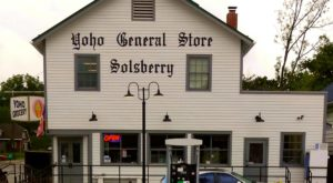 This Old-Fashioned General Store In Indiana Serves The Most Delicious Food