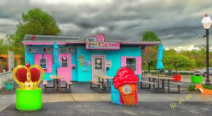 9 Quirky Ice Cream Shops Around Illinois That Are Sure To Put A Smile On Your Face