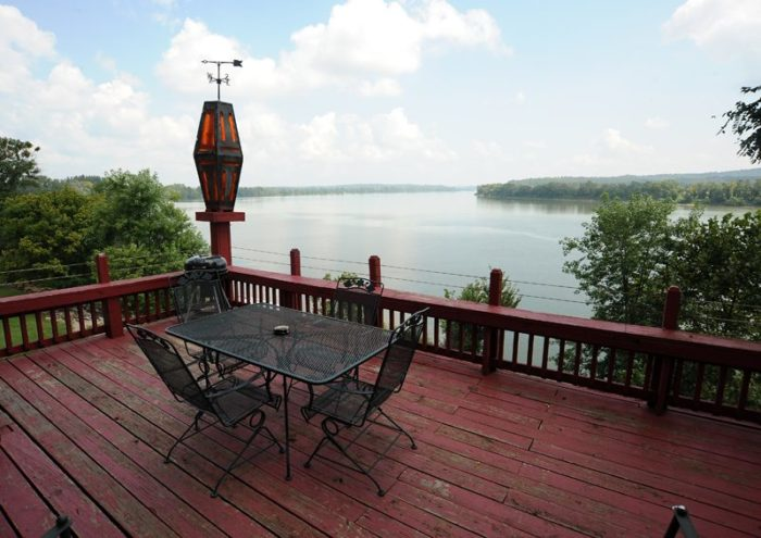 Ohio River Cabins In Indiana Is The Ultimate Spot For A