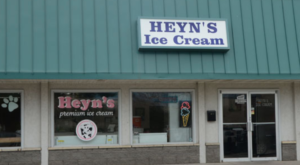 This Sugary-Sweet Ice Cream Shop In Iowa Serves Enormous Portions You'll Love