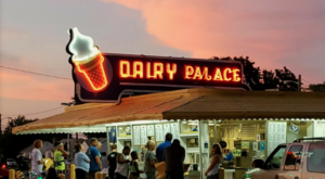 The Ice Cream Parlor In Delaware That's So Worth Waiting In Line For