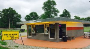 8 Ice Cream Stands In Indiana That Are So Small You'll Have To Take Your Treat To Go