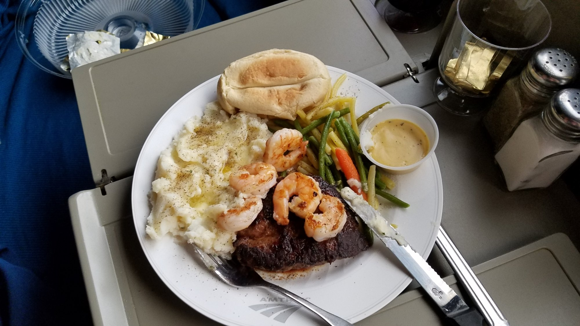 Amtrak S New Sleeping Car Menu Will Make Your Stomach Rumble