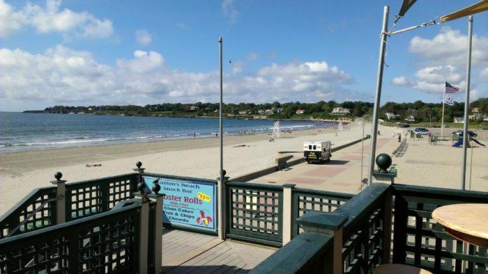 Great Lobster Rolls: Easton's Beach Snack Bar In Rhode Island