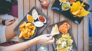 Here Are The 5 Essential Rules You Should Follow When Dining On Vacation