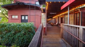 Sleep In An Actual Rail Car When You Stay At This Train-Themed Hotel In Northern California