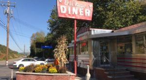 You'll Love Everything About This Retro Pennsylvania Restaurant That's Well Worth The Drive