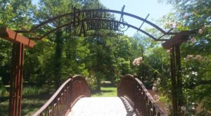 The Secret Garden Hike In Kansas Will Make You Feel Like You're In A Fairytale