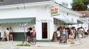 13 Famous Restaurants Around New Orleans That Are So Worth Waiting In Line For