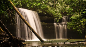 The Ultimate Bucket List For Anyone In Alabama Who Loves Waterfall Hikes