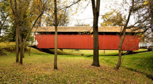 The Enchanting Covered Bridge Hike In Iowa That's Perfect For An Autumn Day
