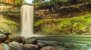 The Ultimate Bucket List For Anyone In Minnesota Who Loves Waterfall Hikes