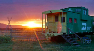This Oregon Train Is A Hotel Room On Wheels And You Have To Check It Out