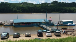 A Meal At This Floating River Cafe Near Cincinnati Will Make Your Summer Complete