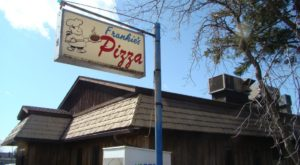 These 11 Old School Pizza Parlors In Wisconsin Have Been Around Forever