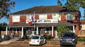 One Of The Most Haunted Hotels In Texas Can't Wait For You To Spend The Night