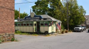 Don't Let The Outside Fool You, This Diner In New York Is A True Hidden Gem