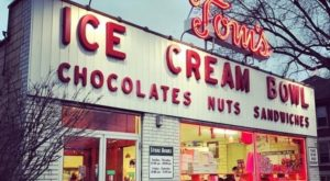 The Ice Cream Parlor In Ohio That's So Worth Waiting In Line For