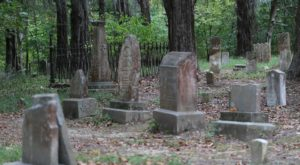 Follow This Easy Mississippi Trail Straight To A Ghost Town Cemetery