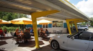These 7 Massachusetts Drive-In Restaurants Are Fun For An Old Fashioned Night Out