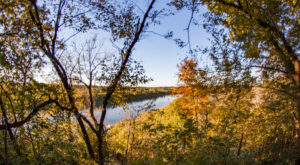 This Easy Fall Hike In Iowa Is Under 2 Miles And You'll Love Every Step You Take