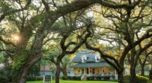 This Gorgeous Inn Surrounded By Live Oaks Is So Perfectly Alabama