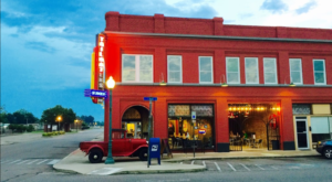This Auto-Themed Burger Joint In Arkansas Is Tons Of Fun
