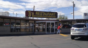 People Drive From All Over For The Biscuits And Gravy At This Charming Arizona Diner