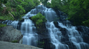 The Ultimate Bucket List For Anyone In South Carolina Who Loves Waterfall Hikes