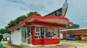 These 10 Kansas Drive-In Restaurants Are Fun For An Old Fashioned Night Out