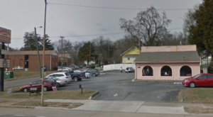 You'll Find The Best Fried Chicken On The Planet At This Inconspicuous Tennessee Restaurant