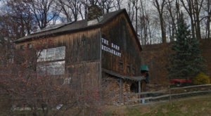 There's A Delicious Steakhouse Hiding Inside This Old Vermont Barn That's Begging For A Visit