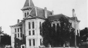 This Ghost Hunt In An Abandoned Texas Jail Isn't For The Faint Of Heart